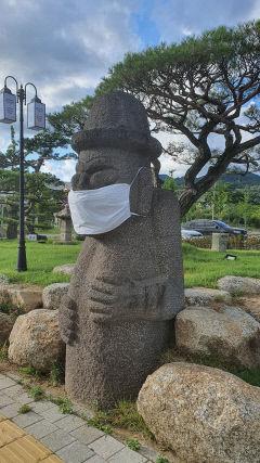 [동네뉴스-스마트폰 세상보기] 대구 혁신도시에 '마스크 쓴 돌하르방'