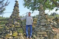 [동네뉴스] '어머니 그립습니다' 유언 따라 3m 높이 돌탑 31개 쌓은 75세 할아버지