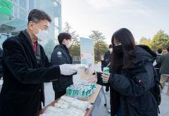 최외출 영남대 총장, 2학기 중간시험 첫 날 아침 'A+ 간식' 전달