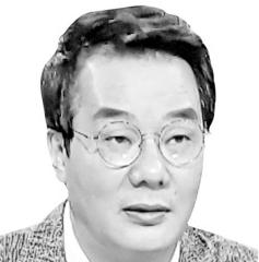 [송국건 정치칼럼] 文, 차라리 침묵하라!