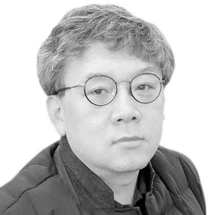 [영남타워] 통합신공항의 `정치적 자산`