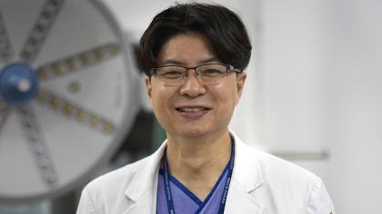 [유선태의 줌人] 소외이웃 무료진료 `진짜 의사` 김동은 계명대 동산병원 교수 〈상〉